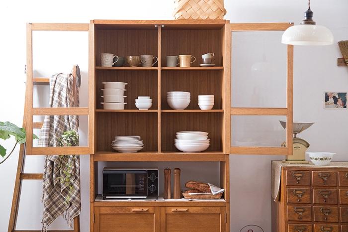 食器棚 白い食器 北欧 カップボード