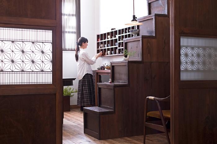 組子 帯戸 和モダン 階段箪笥
