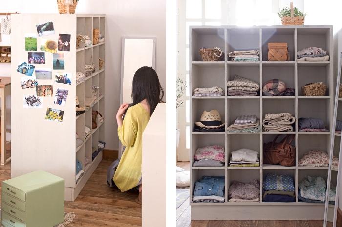 フィッティングスペース マス目棚に洋服を収納