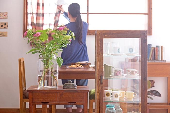 昭和レトロな家具でつくる、おしゃれなコンパクトダイニング