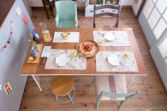 4人掛けダイニングテーブル アンティークのキッズチェア