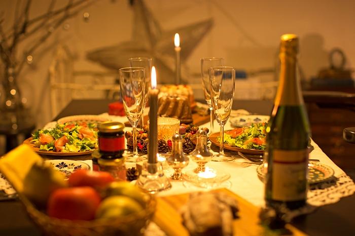 シャビーなアンティーク家具と祝う大人のクリスマス