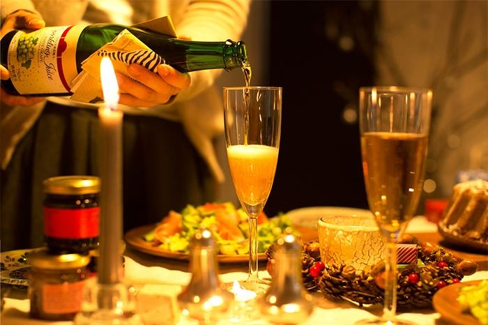 シャンパン グラス クリスマスのダイニング