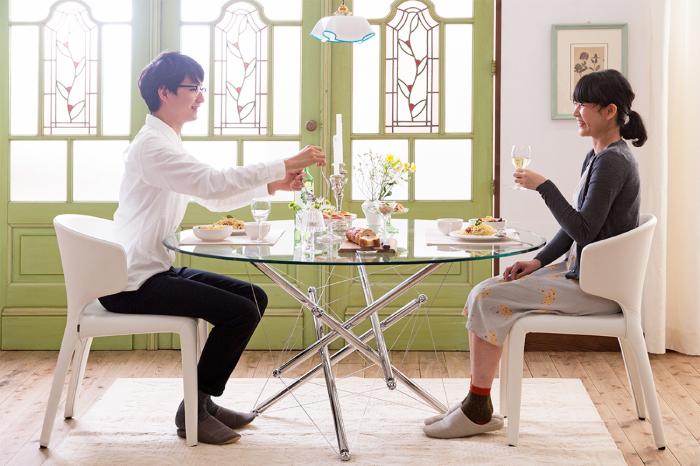 憧れの2人暮らし。白×パステルグリーンの家具でつくる、清楚なダイニング