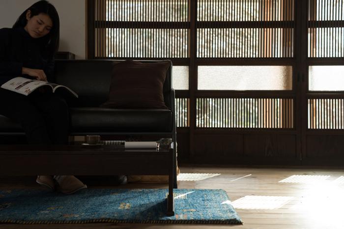 風情ある和家具で心落ち着く空間に。2人暮らしのレトロリビング