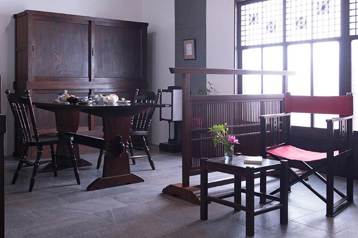 日本独特の意匠を楽しむ。品格が漂う水屋箪笥のある暮らし