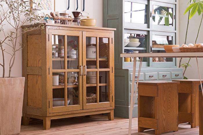 アンティーク 脚付き 戸棚 キッチン