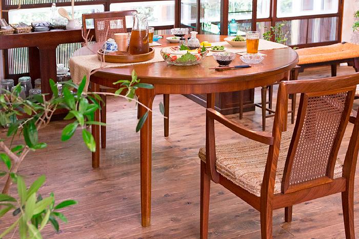 北欧家具のダイニングテーブル チェア