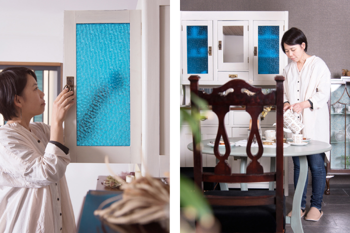 色ガラス入り アンティーク食器棚