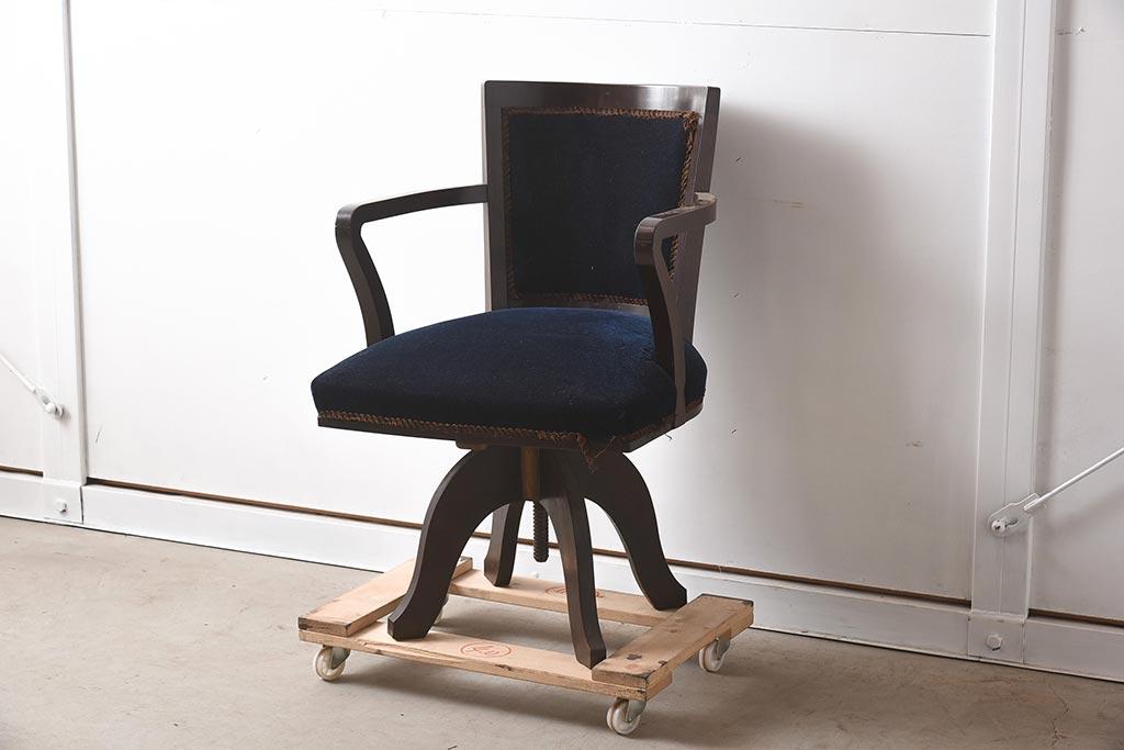 古い学校や書斎の椅子が大人気!絵になるアンティークのレトロチェア