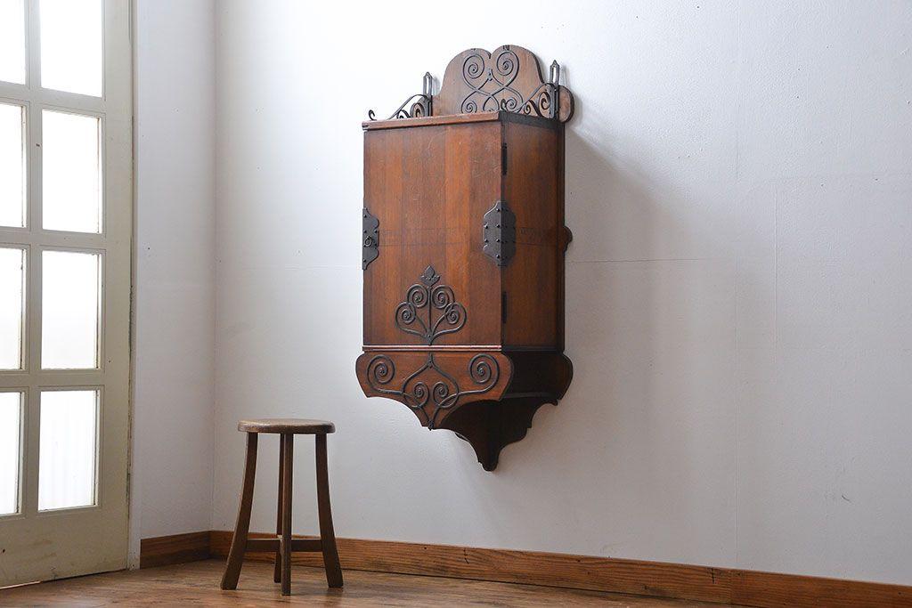 ブルー系の家具はこう使う!アンティークペイント食器棚の実例集