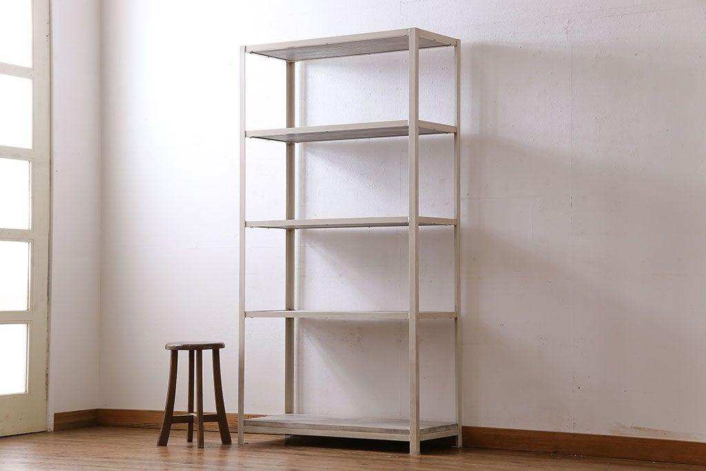 様々なアンティーク本棚で理想のお部屋に。テイスト別インテリア実例