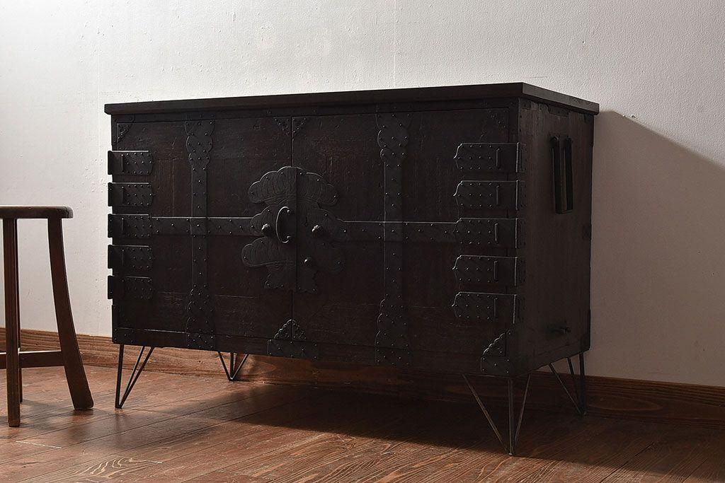 部屋作りの参考!アンティーク家具が主役のインテリアデザイン実例