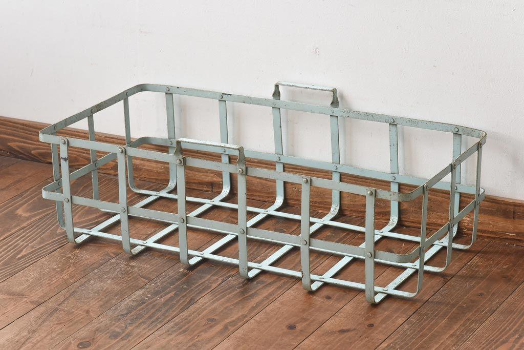 オープンシェルフもすっきり!木かごで簡単に片付く棚の収納例