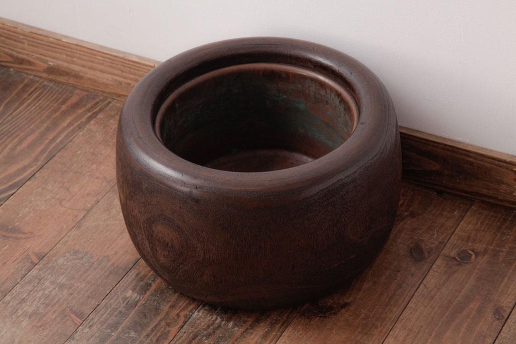 現代で楽しむ日本の伝統。木製アンティーク火鉢の魅力とは