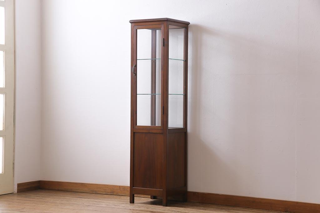 レトロな家具で「見せる収納」を楽しむ!アンティークのガラスケース