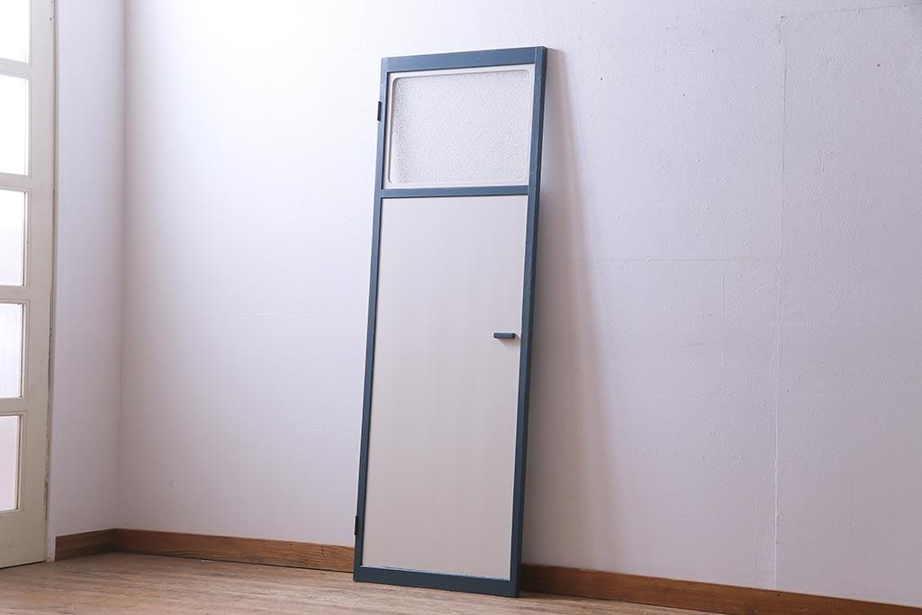 可愛いお部屋作り。おしゃれアンティークドアのあるインテリア実例