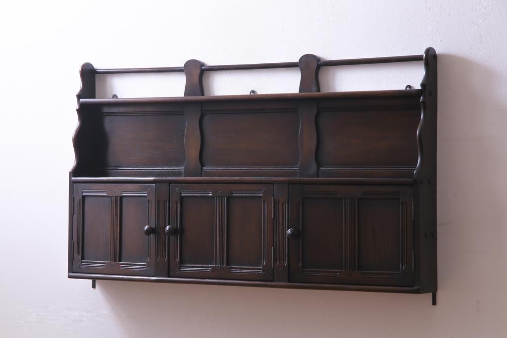 アンティーク壁掛け家具でおしゃれに!壁を使ったおすすめ収納法