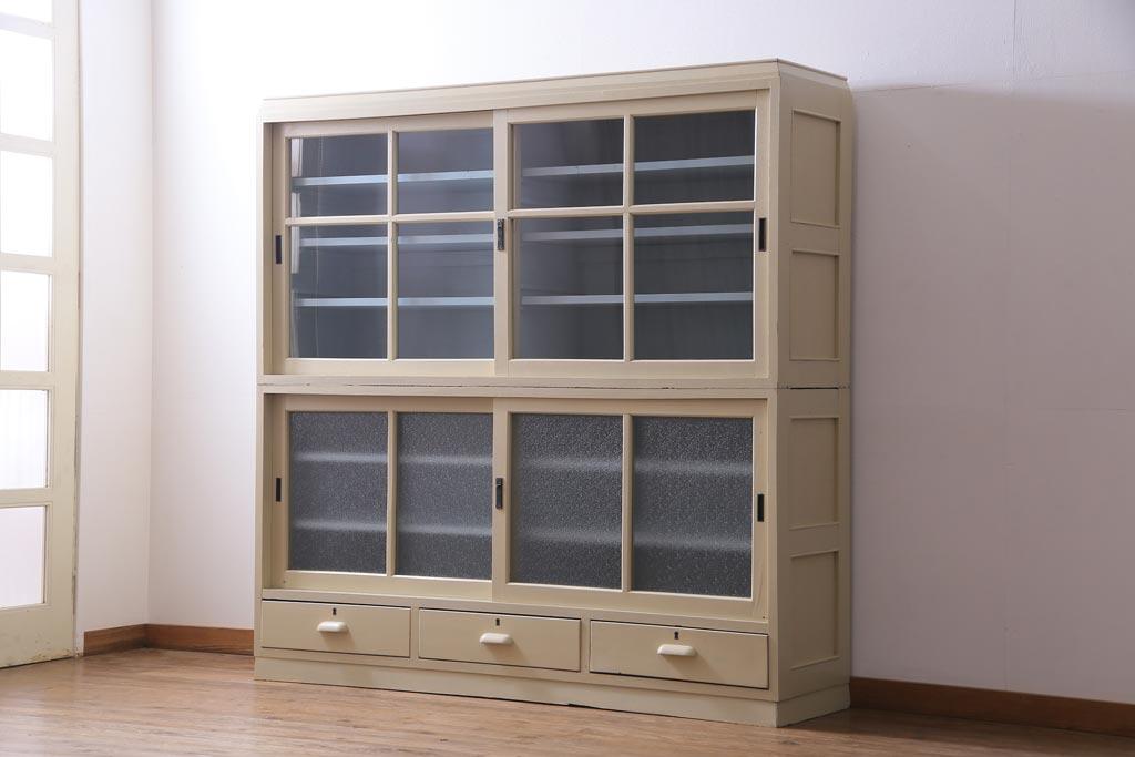 古いけどちゃんと機能的。使いやすい日本のアンティーク食器棚たち