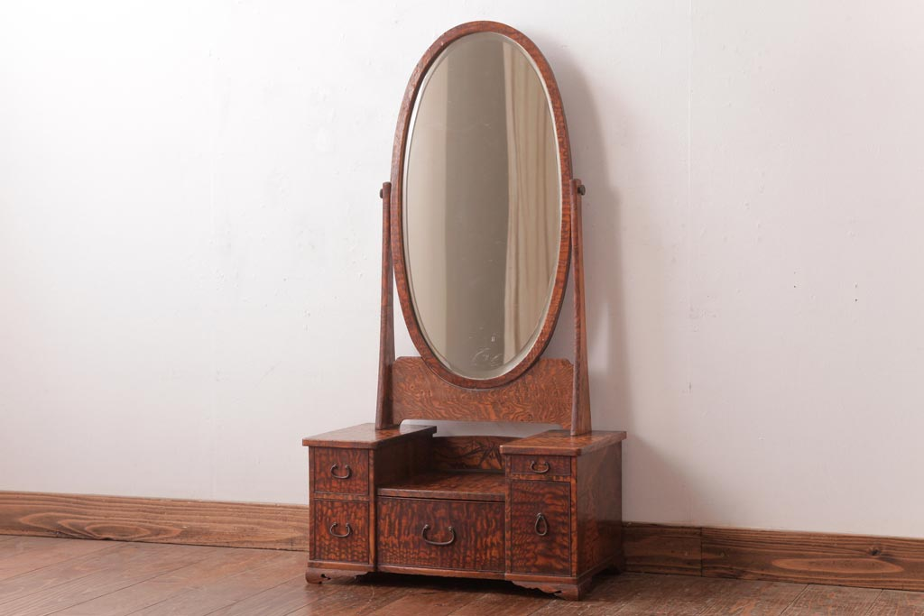 毎朝のお化粧も優雅に。いつの時代も女性の憧れ、ドレッサーの魅力