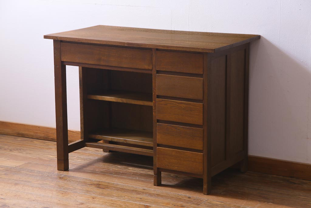 ワークスペースで役立つ、収納力×機能性がうれしいアンティーク家具