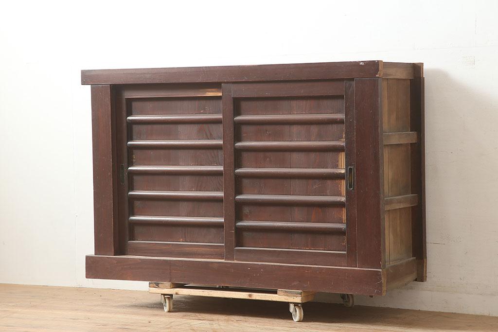 木製の事務用家具がおしゃれ!収納充実のアンティーク書類棚