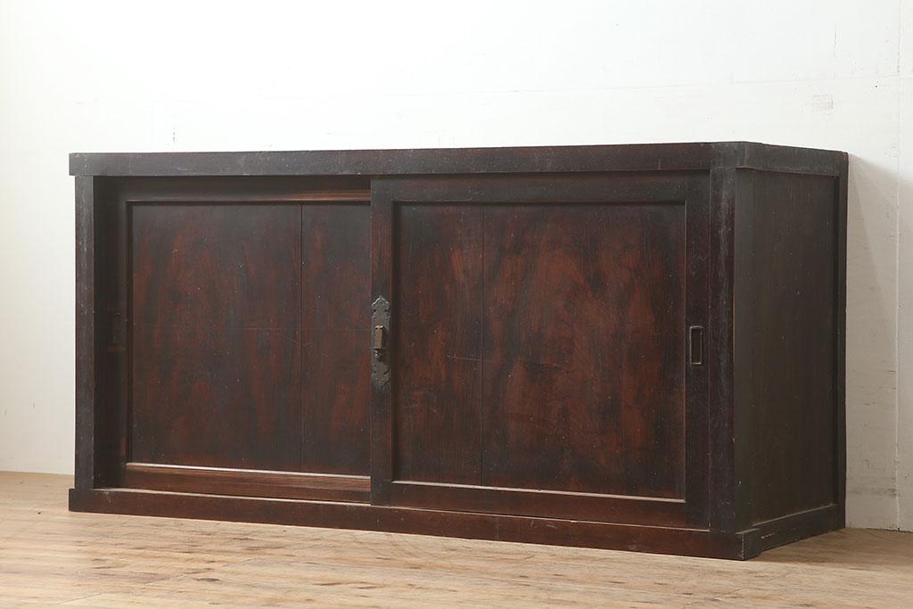 シャビーで可愛い部屋作りに!アンティークペイント収納棚の実用例