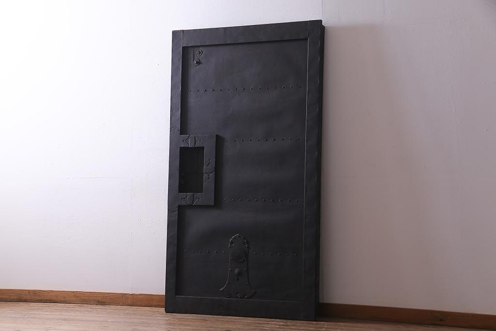 憧れのヴィンテージドアに挑戦!基本デザインとインテリア例をご紹介
