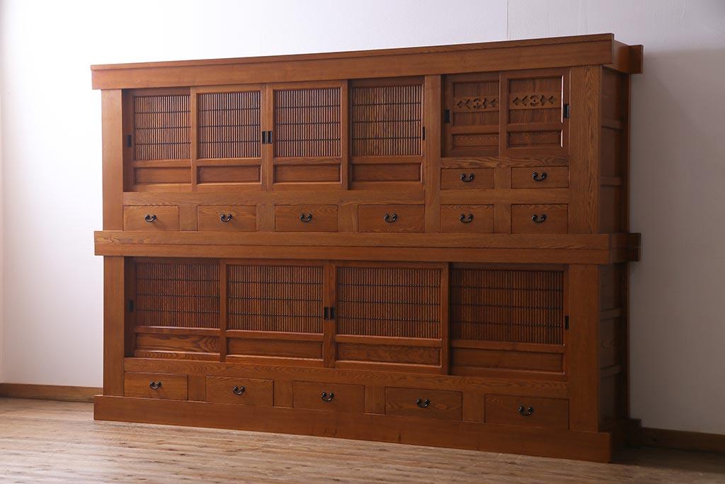 シンプルに和の風情を添える、レトロな大きな収納棚の楽しみ方