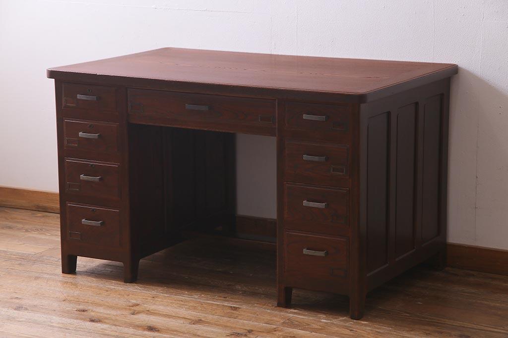 自宅を仕事場に。アンティーク家具で充実のホームオフィスを実現