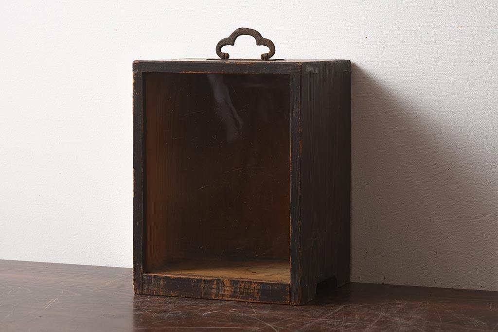 アンティーク家具を使った、アクセサリーの見せる収納アイデア集