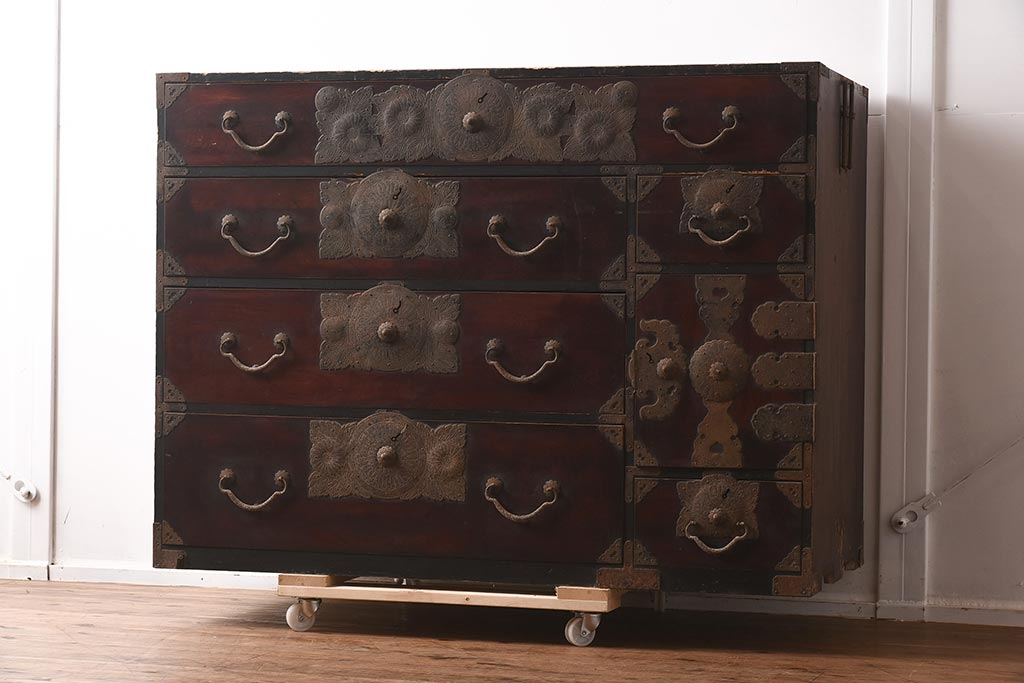 シンプルモダンな和箪笥のインテリアコーディネートのコツ&実例
