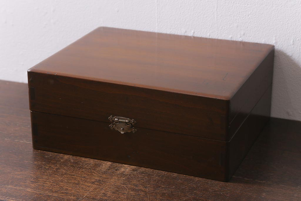 おしゃれ収納にフル活用!アンティーク木箱の便利な使い方アイデア