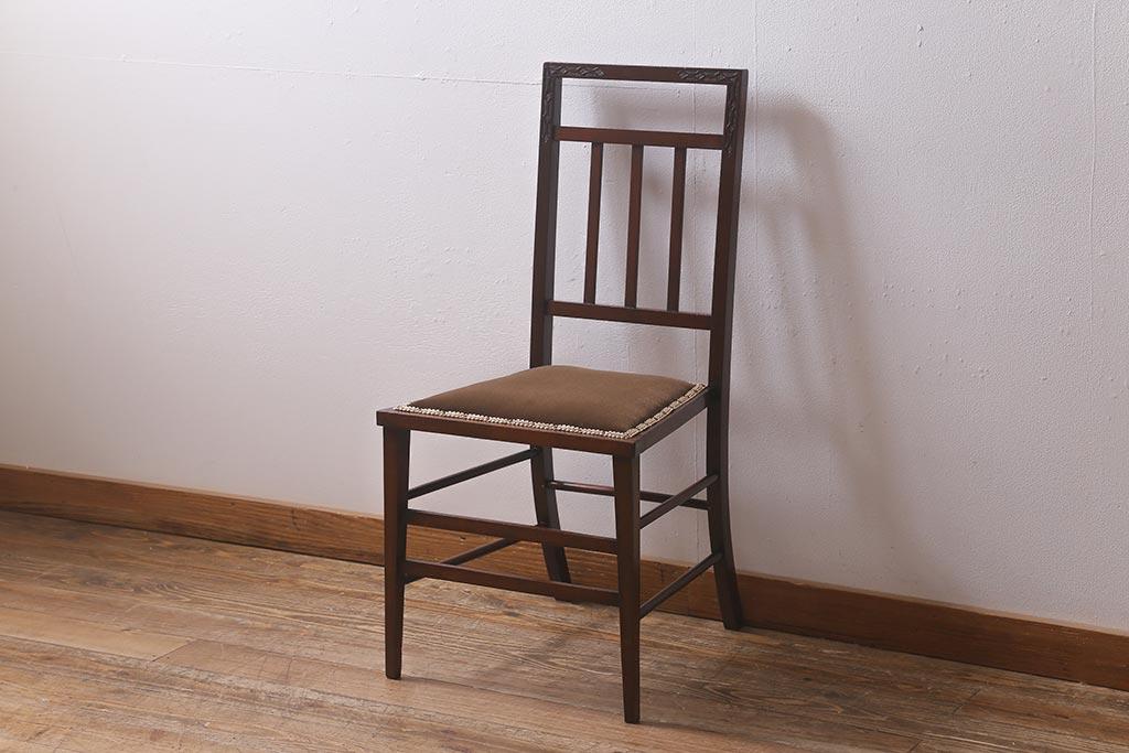 ウィンザーチェアから生まれた椅子。アンティークキャプテンチェア