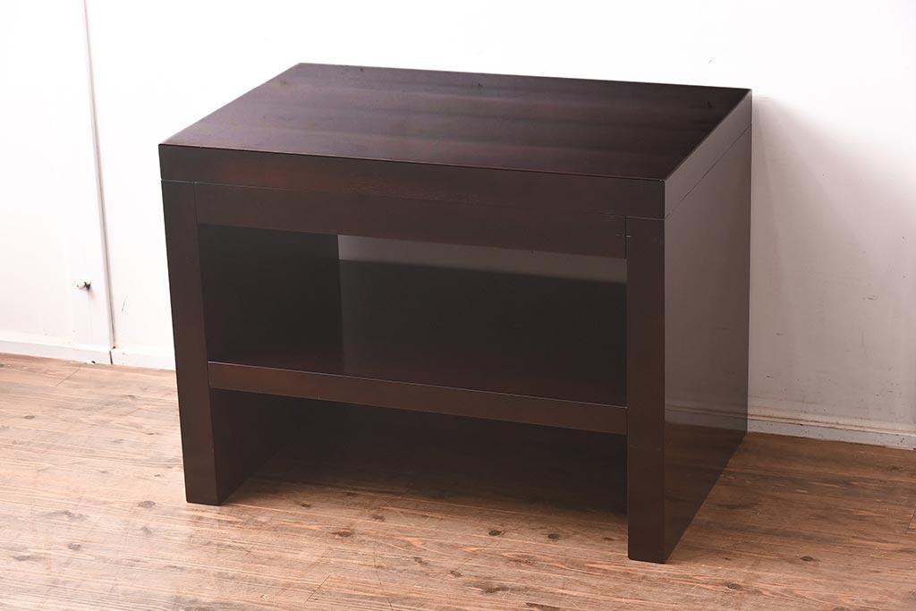 棚付きで収納も便利!キッチンで役立つアンティークサイドテーブル