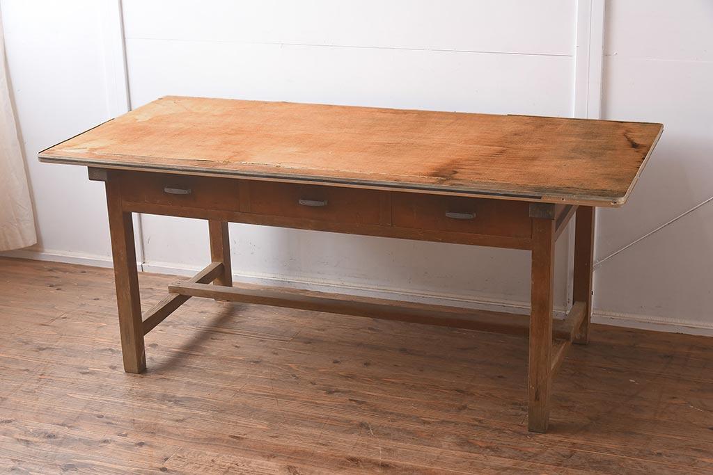 片付けもおまかせ!アンティークの引き出し付きダイニングテーブル