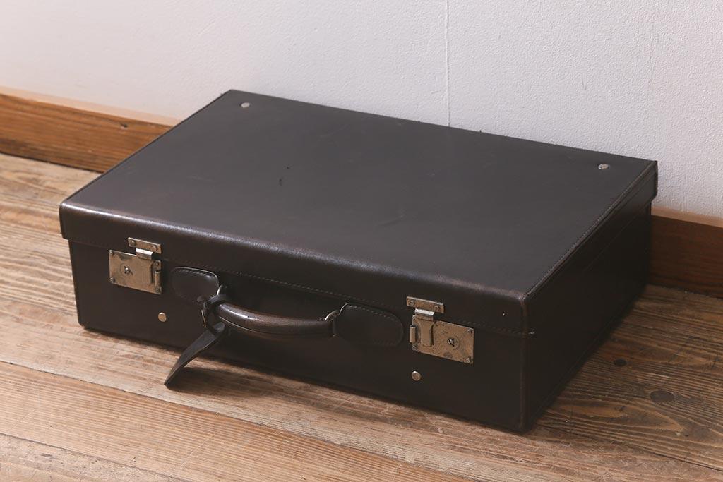 センターテーブルにおすすめ!アンティーク家具のアイデア使用実例