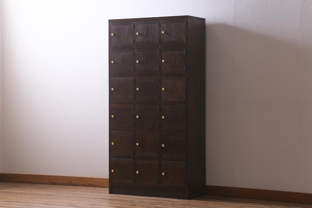 子供部屋収納にも!片付けも楽しいレトロアンティークの木製マス目棚