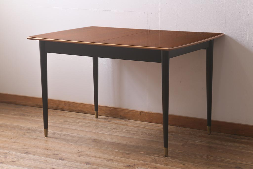 狭いダイニングの救世主。アンティークテーブルは伸長式が便利