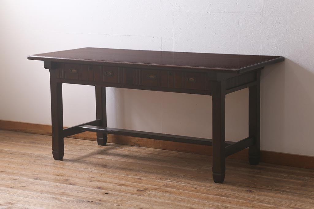 カフェのダイニングテーブルに人気!学校のアンティーク作業台の魅力