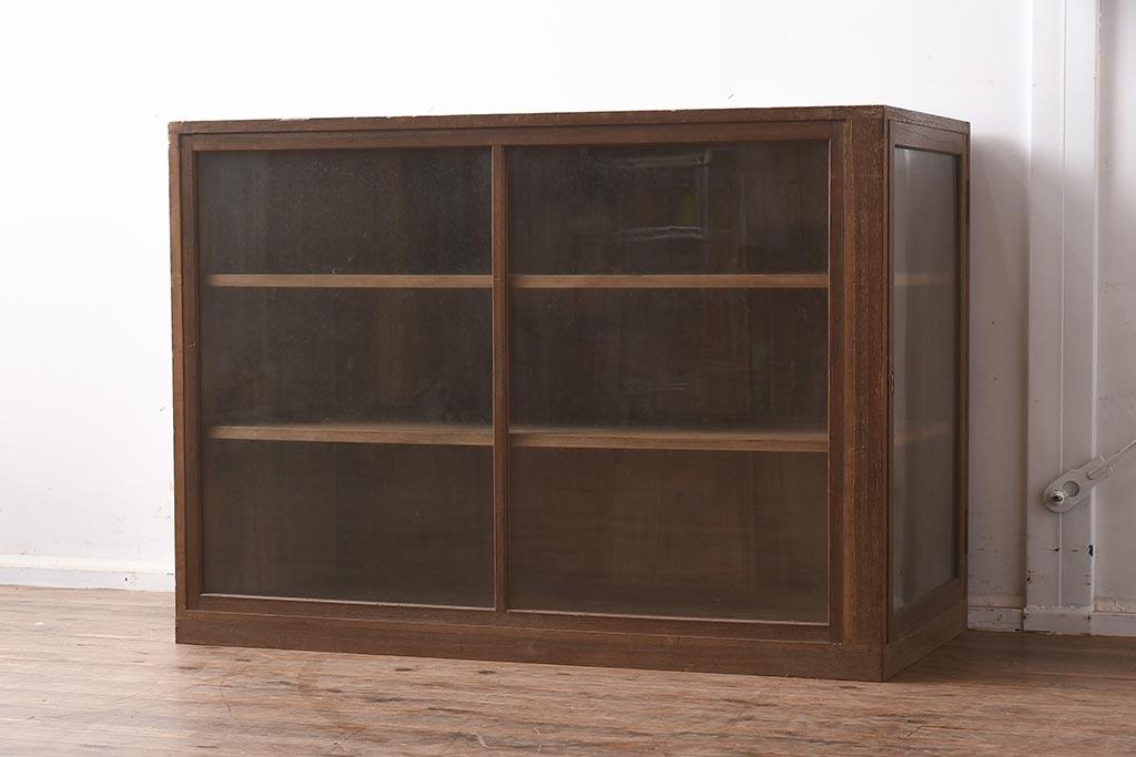 収納とおしゃれディスプレイを一度に!おすすめアンティーク飾り棚