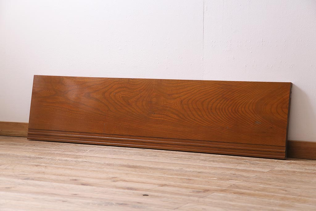 観葉植物を素敵に。アンティーク飾り台の室内グリーンアレンジ