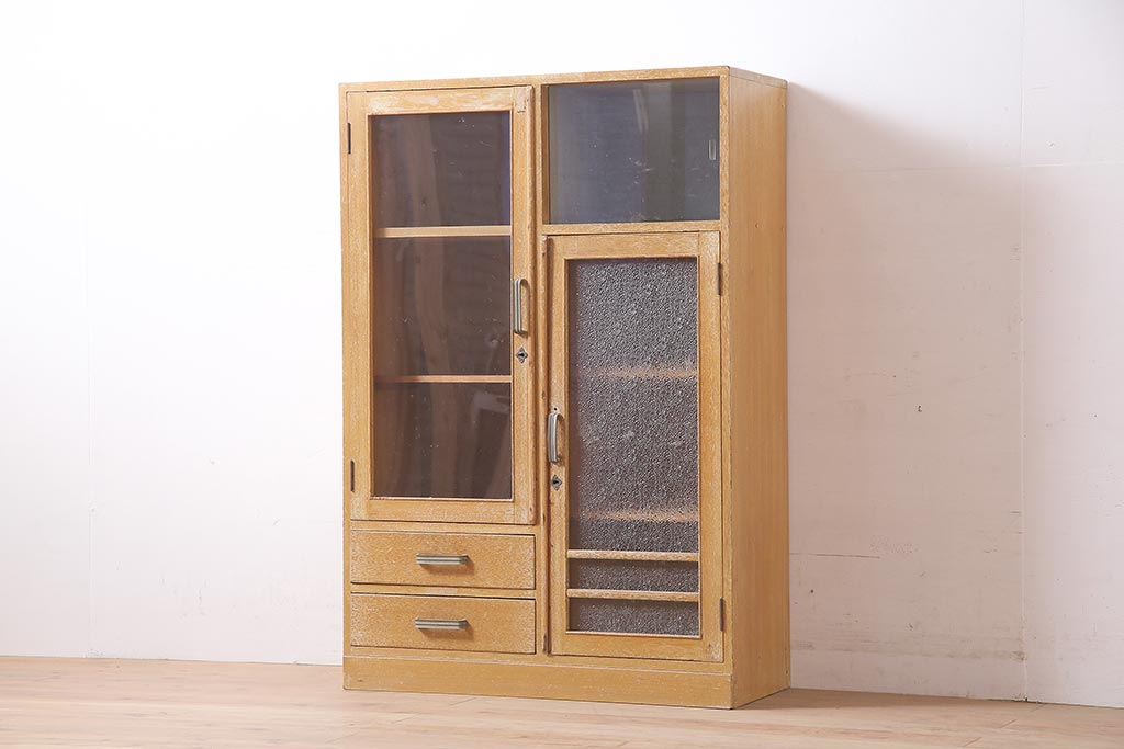 キッチンの必要家具!使いやすさを考えた食器棚の選び方とポイント