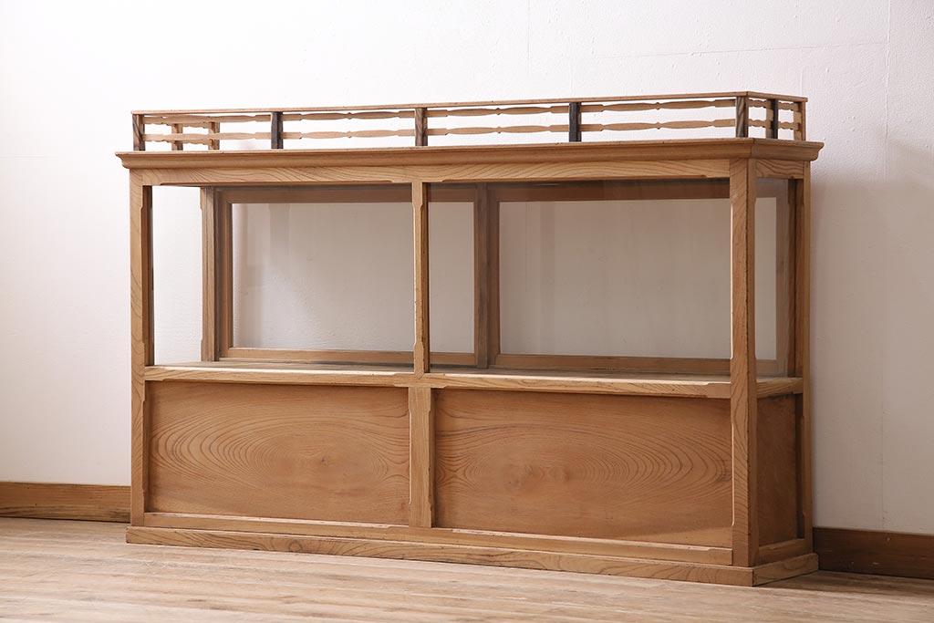 美しい見せる収納術。アンティークガラスケースを食器棚に使うには?