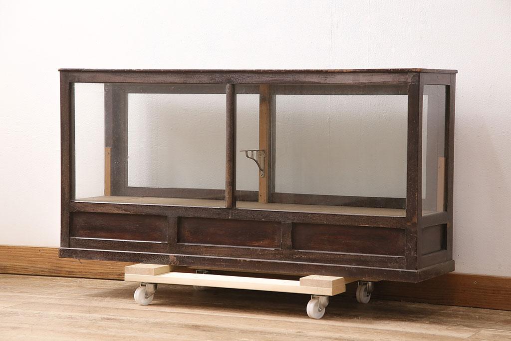 懐かしいレトロ感。古い駄菓子屋さんのアンティーク雑貨と家具たち