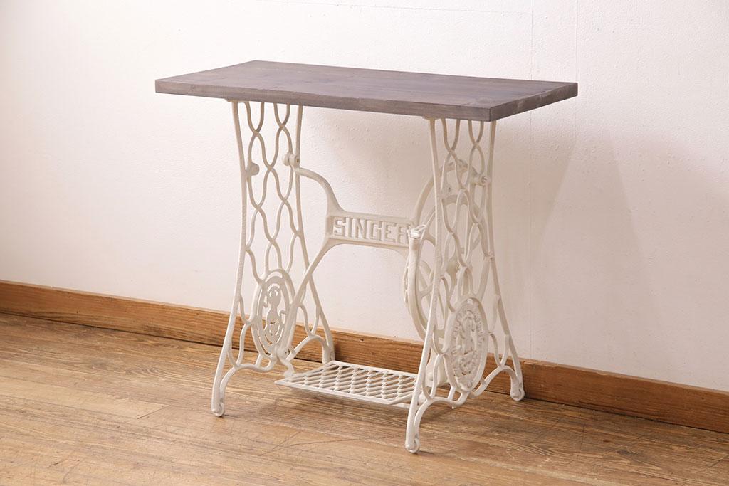 狭いカフェにもぴったり!2人用のアンティークダイニングテーブル