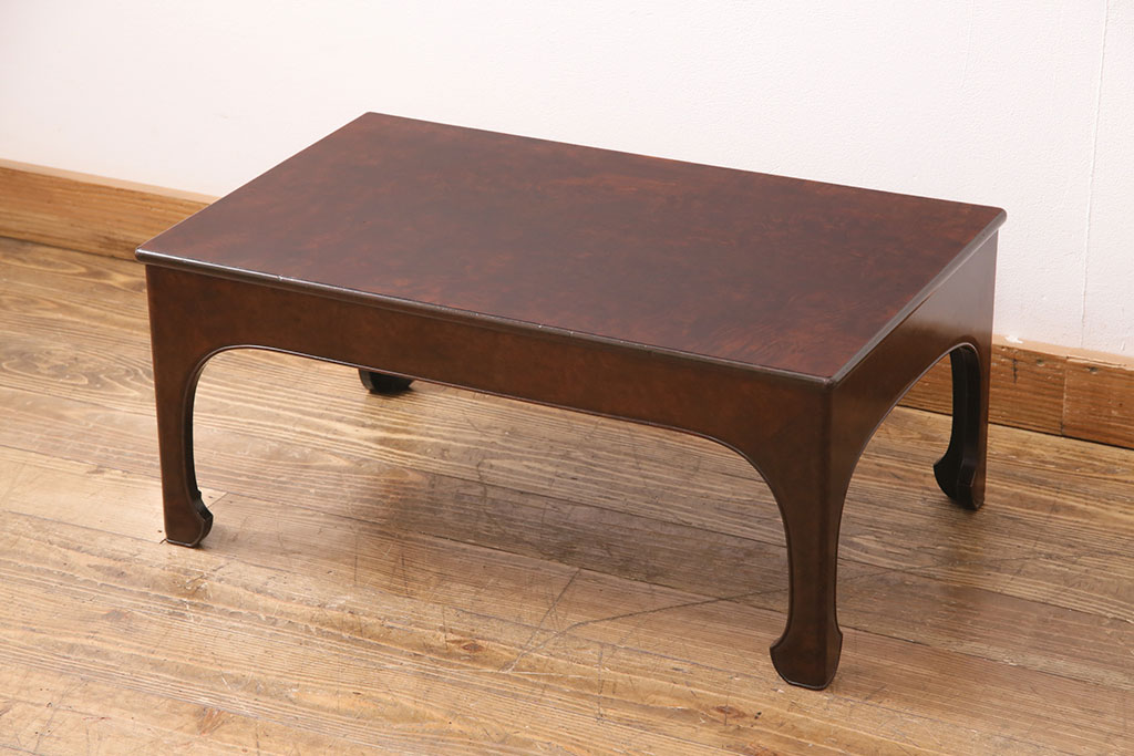 書斎からセンターテーブルまで幅広く。昭和レトロな文机の魅力