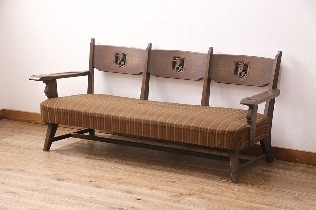アンティークで検証!木製アーム付きソファの使いやすさと付き合い方